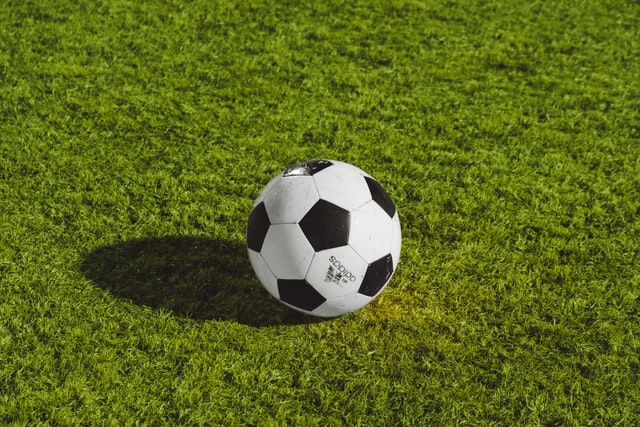 Read more about the article Sick Of Bench Warming? Improve Your Football Game With These Handy Tips